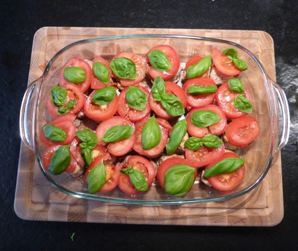 Schweinemedaillons mit Tomate und Basilikum