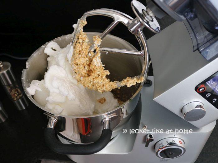 4 Eiweiß hinzufügen-herzhafter Konfetti Feta Kuchen