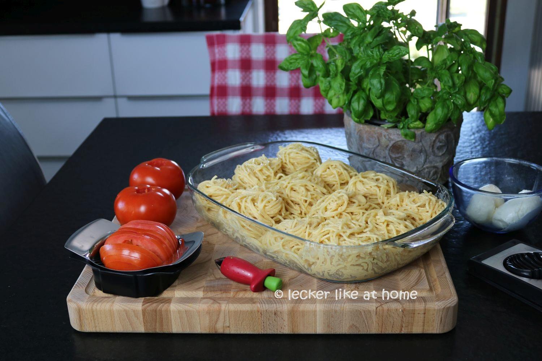 Nudelnester - Tomaten schneiden