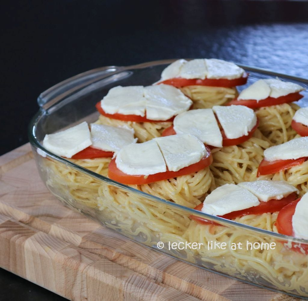 Nudelnester - mit Mozzarella belegt