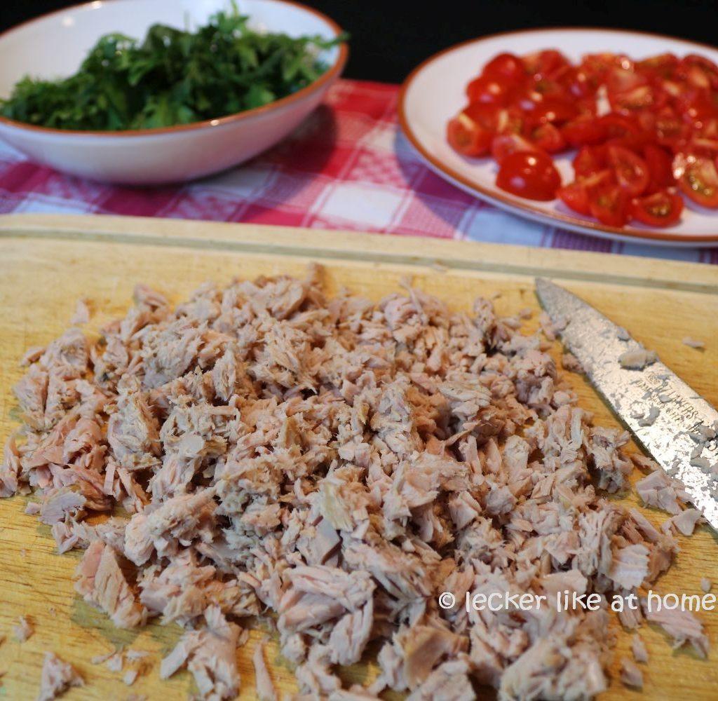 Thunfisch-Bohnen-Salat - Thunfisch klein schneiden