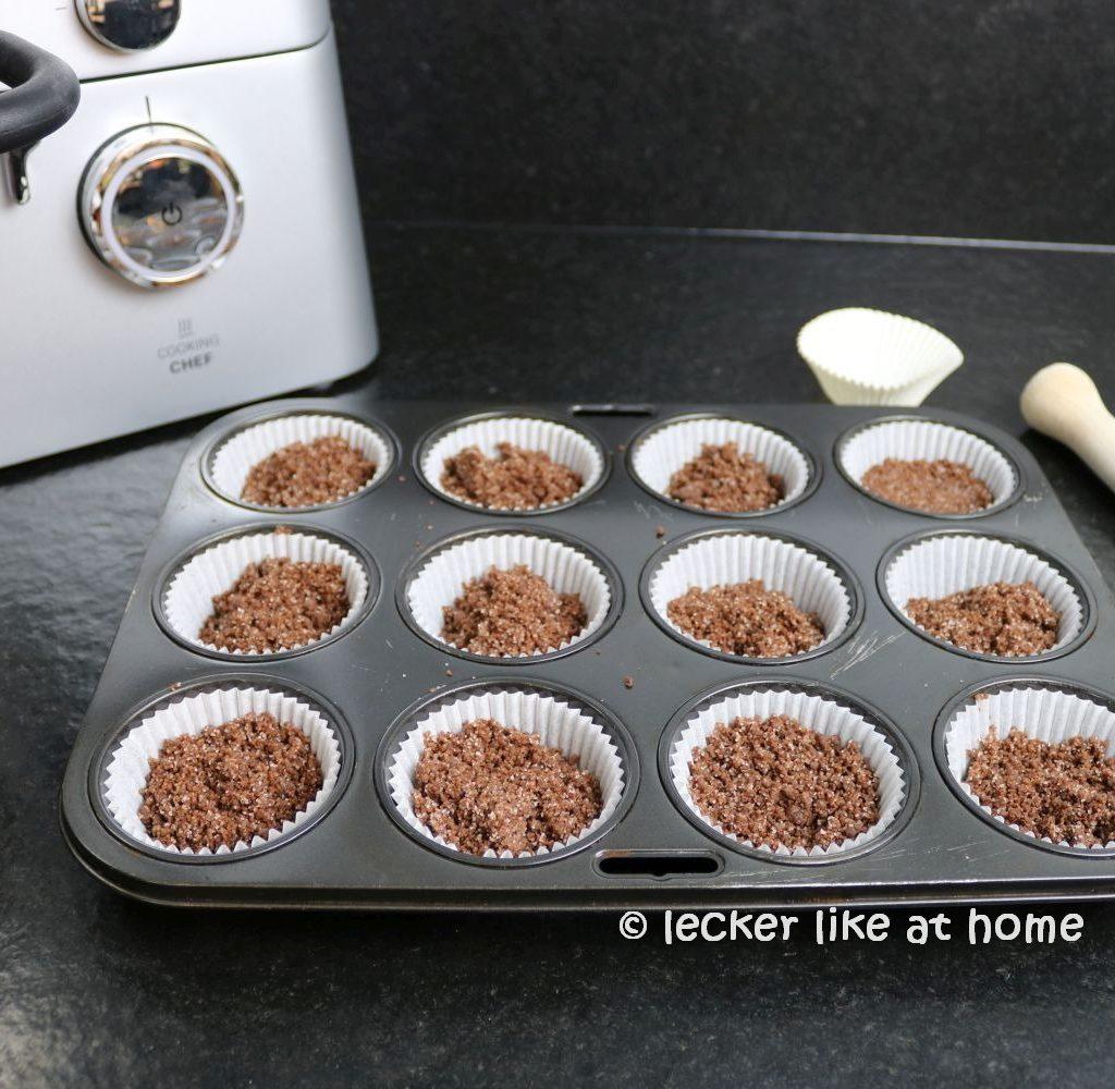 Zupfkuchen Muffins - Schoko Teig in die Förmchen geben