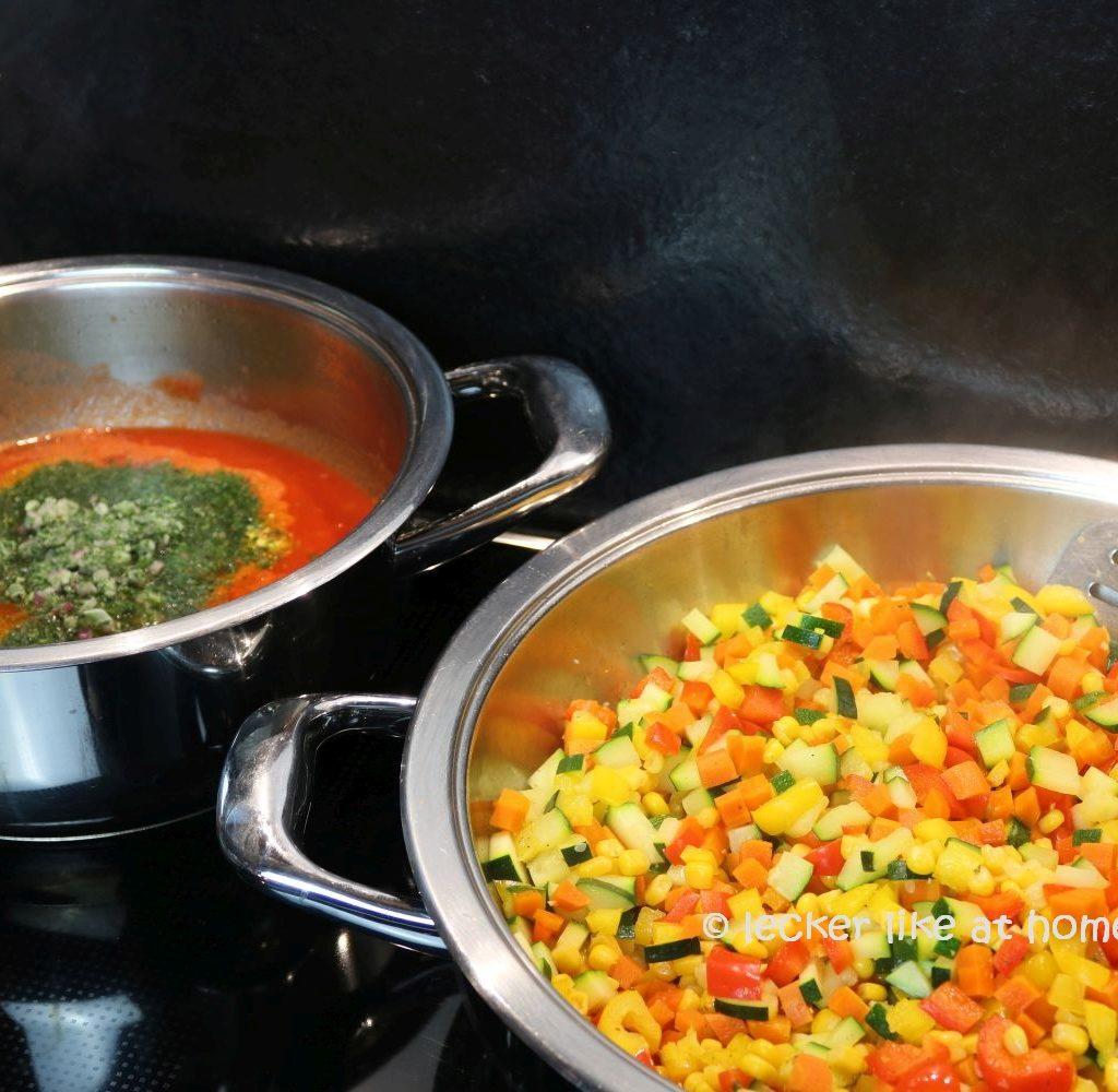 Italienischer Hackauflauf Gemüse und Sauce