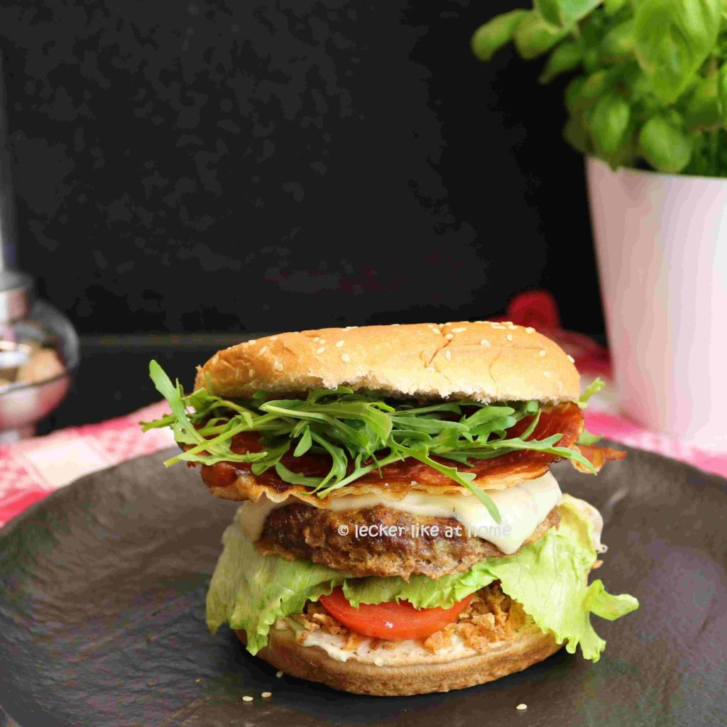 Hamburger fertig belegt lecker