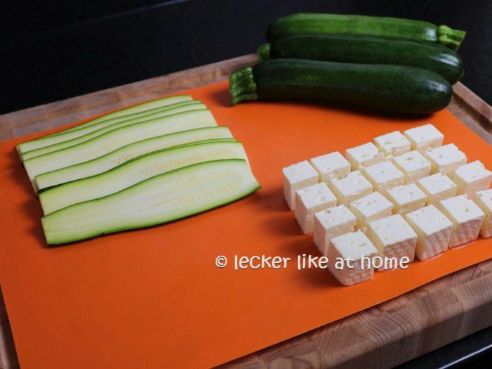 gesschnittene Zucchini - Fetawürfel