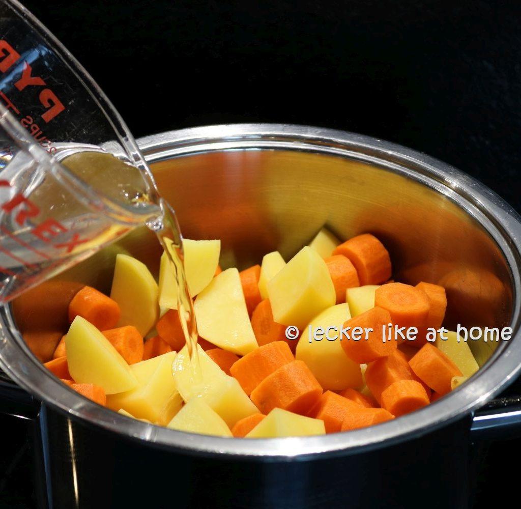 Karottensüppchen - Wasser zufügen