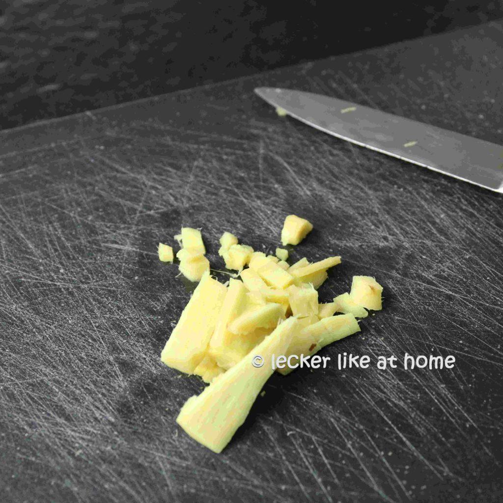 Ingwernuggets-5-Ingwer-klein-schneiden
