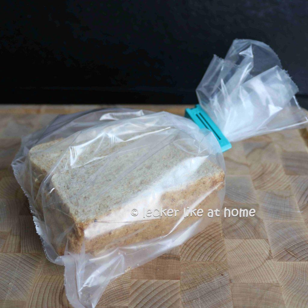 Panko-Paniermehl-2-Toast-zum-einfrieren-in-eine-Tuege-geben